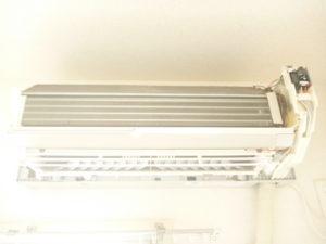 東京都大田区南六郷シャープお掃除機能付きエアコン分解完了