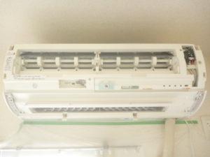東京都大田区南六郷シャープお掃除機能付きエアコン組立作業中