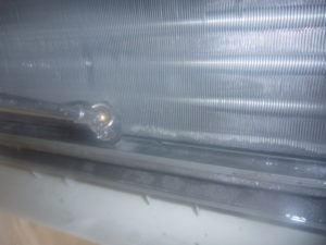 東京都世田谷区尾山台、エアコンクリーニングドレンパン洗浄中