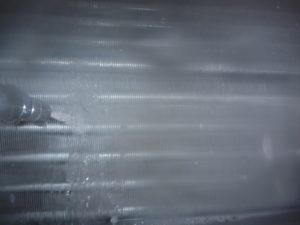 東京都世田谷区尾山台、エアコンクリーニング、アルミフィン(熱交換器)洗浄中