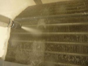 東京都墨田区菊川、三菱2008年製MSZ-SV258アルミフィン(熱交換器)洗浄中