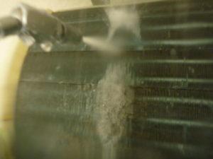 神奈川県横浜市港北区、ダイキンAN71LHPアルミフィン洗浄中